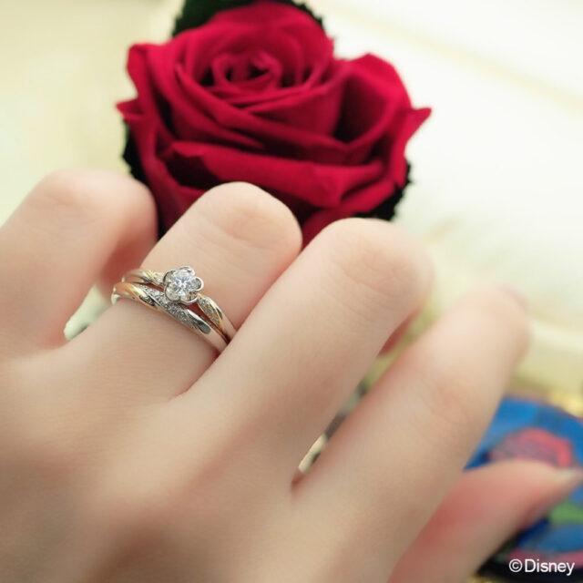 着用写真・ディズニー「美女と野獣」 スパークル・オブ・ラブ 婚約指輪&結婚指輪 (2021〜2022期間数量限定モデル)